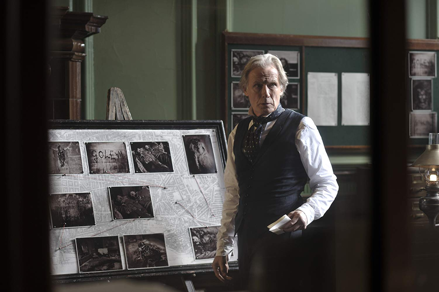 Detective-Inspector John Kildare (Bill Nighy) investigates The Limehouse Golem (2016)