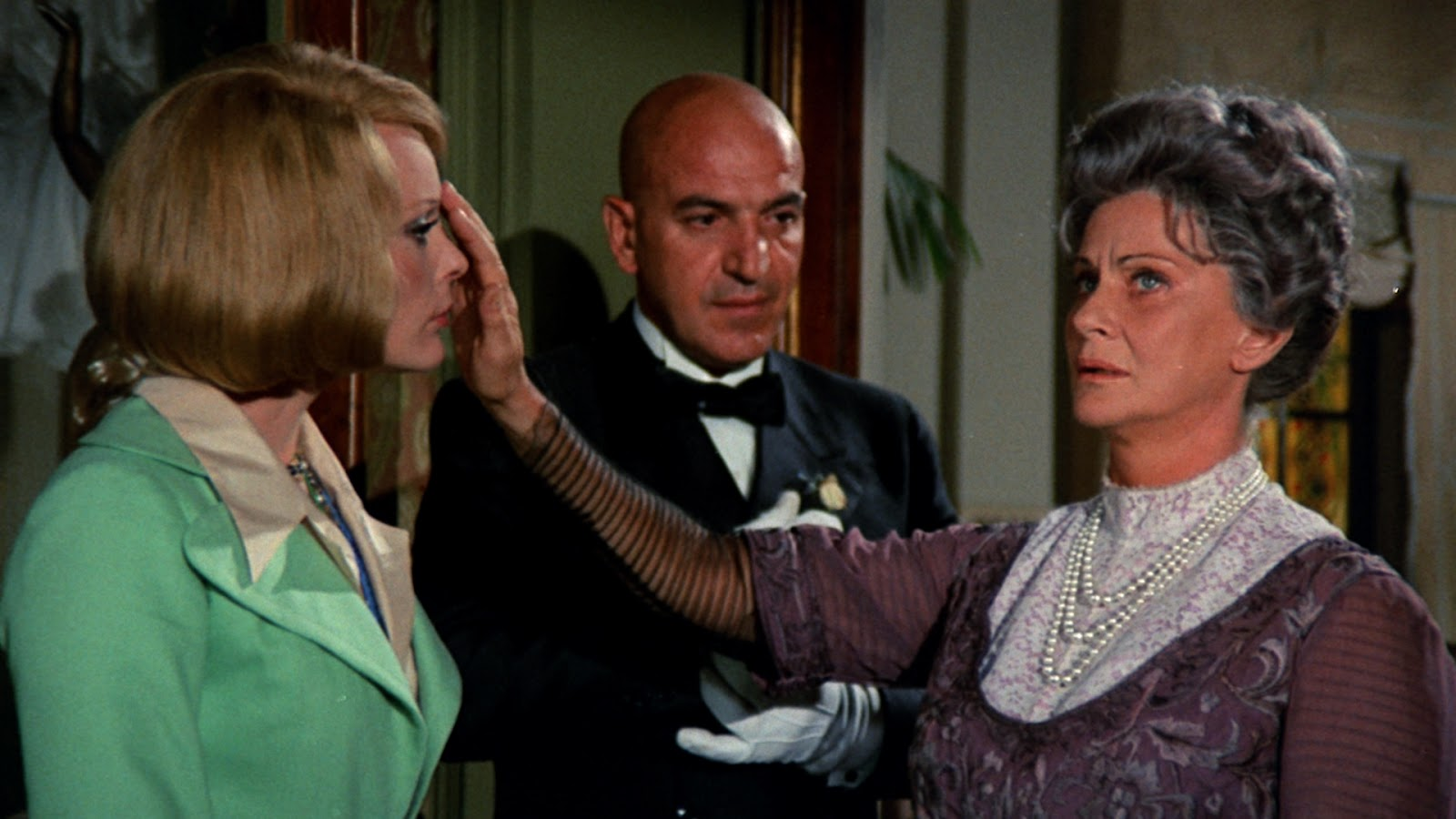 Elke Sommer, Telly Savalas and Alida Valli in Lisa and the Devil (1972)