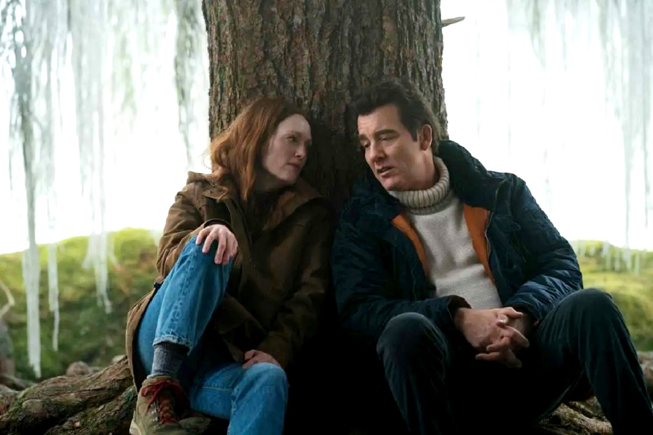 Lisey Landon (Julianne Moore) and husband Scott (Clive Owen) in Lisey's Story (2021)