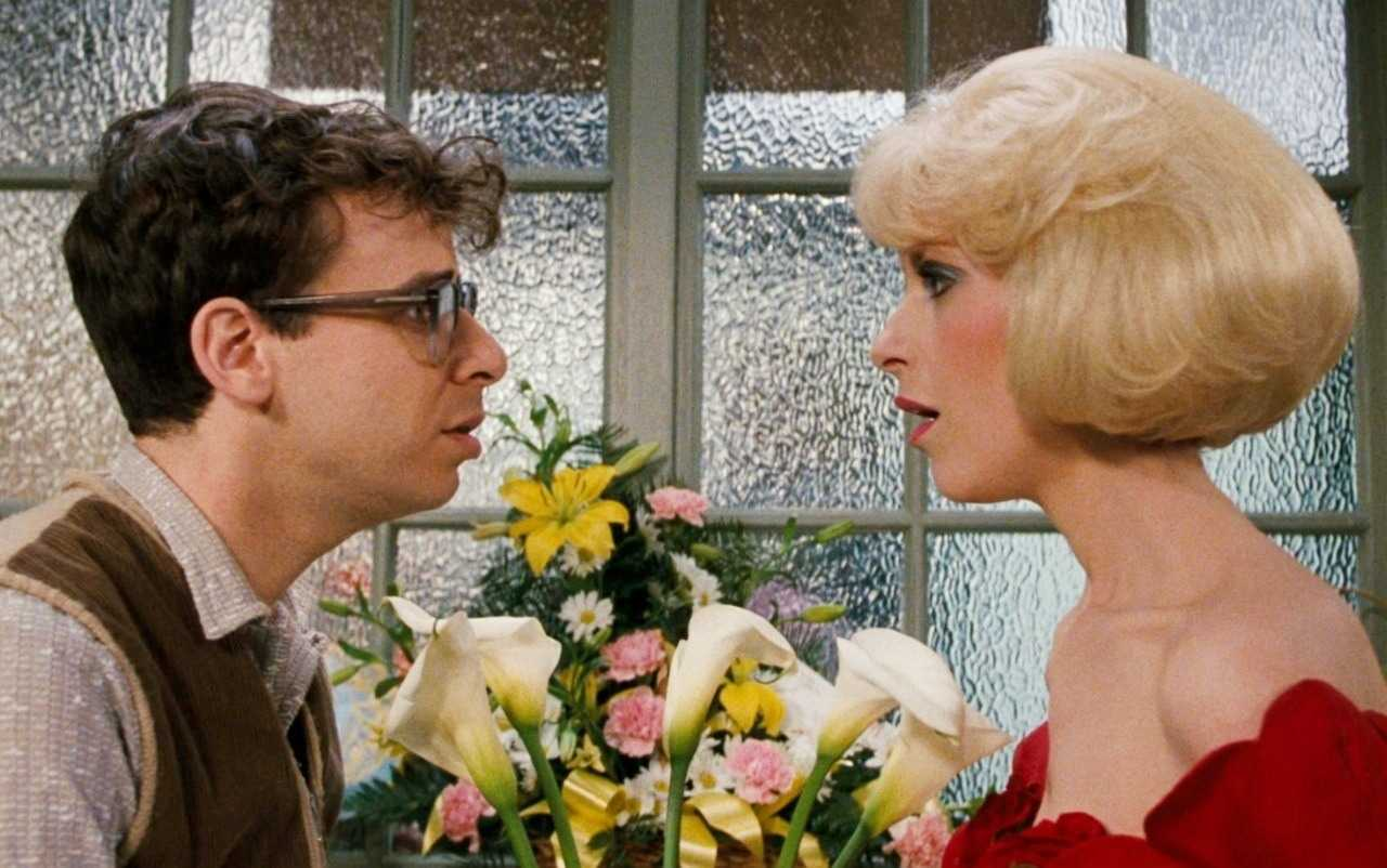 Seymour Krelborn (Rock Moranis) and his love Audrey (Ellen Greene) in Little Shop of Horrors (1986)