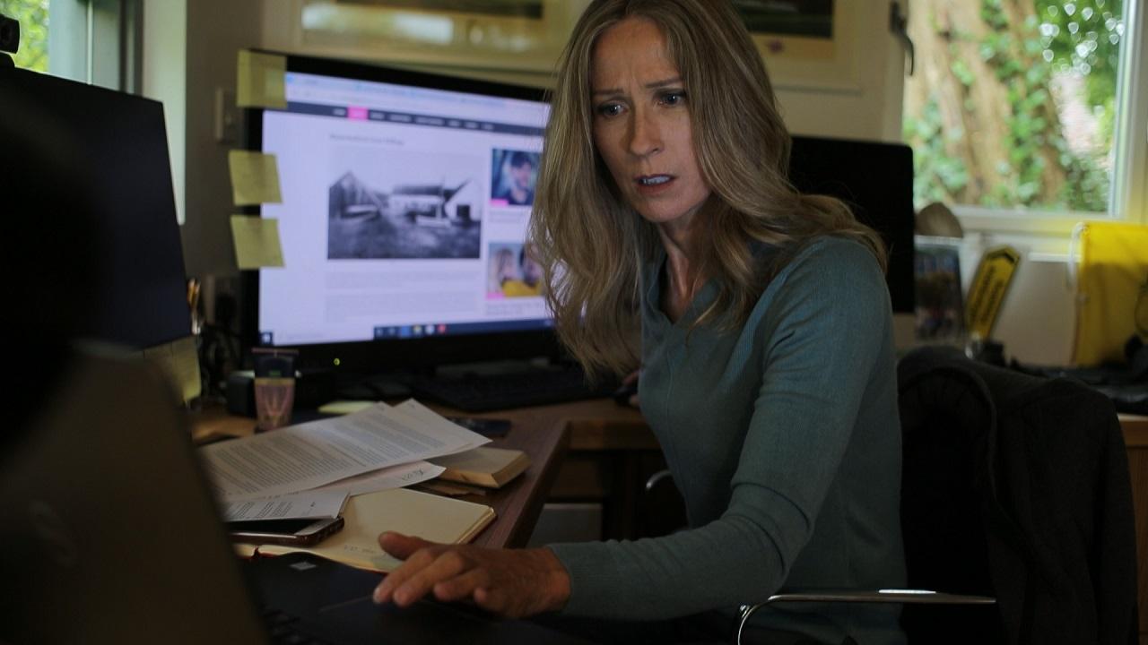 Detective Angela Dixon investigates in The Lockdown Hauntings (2021)
