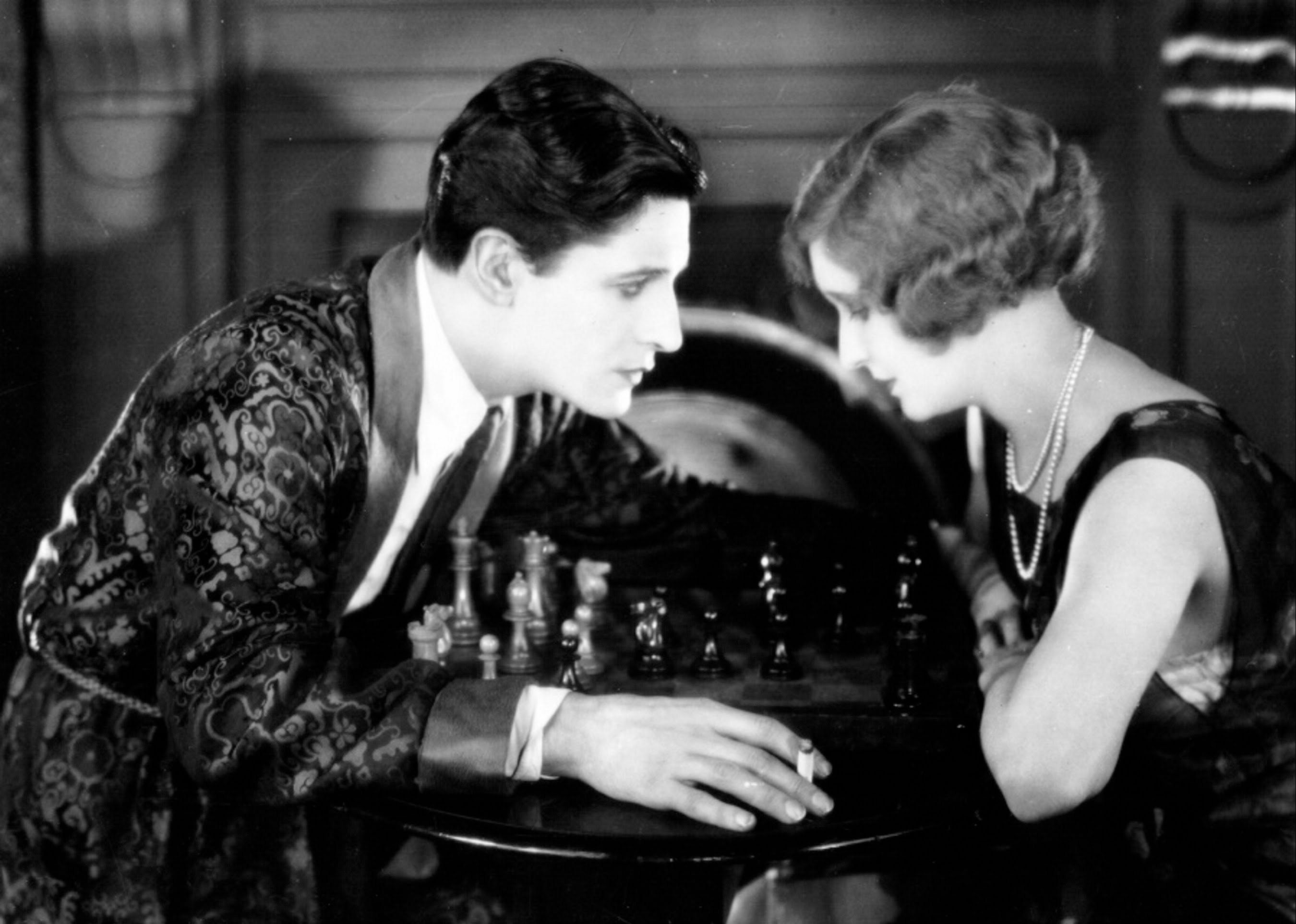 Ivor Novello menaces June Tripp in The Lodger:: A Story of the London Fog (1927)