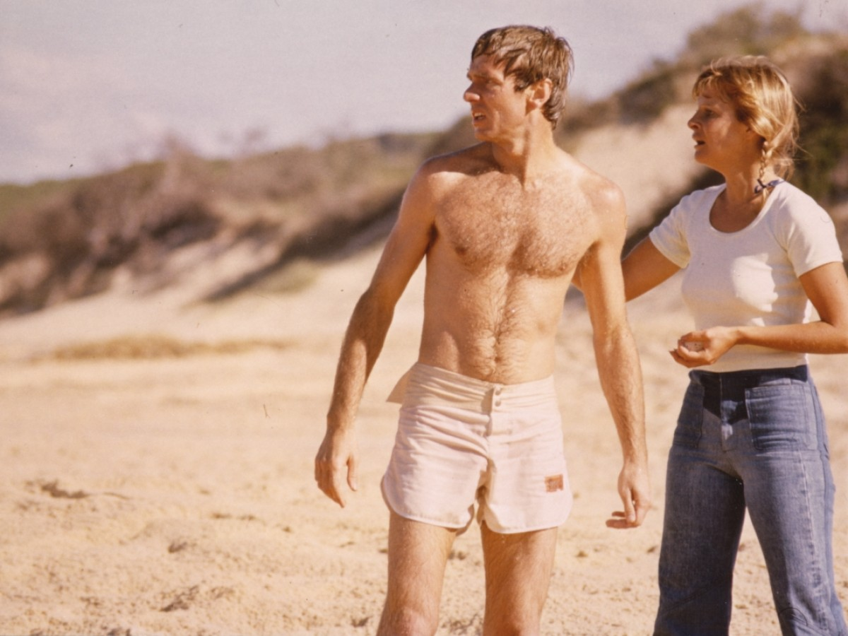 Married couple John Hargreaves and Briony Behets under assault by nature on a weekend at the beach in Long Weekend (1978)