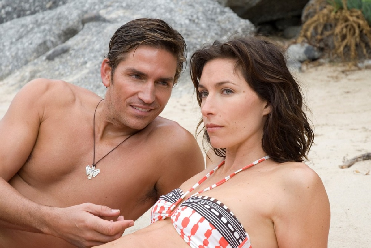 Husband and wife Jim Caviezel and Claudia Karvan in Long Weekend (2008)