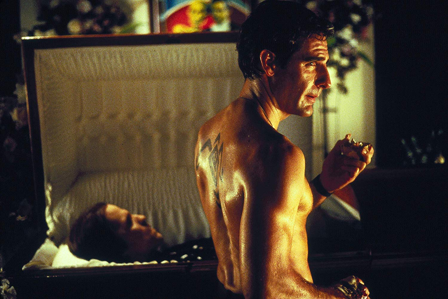 Harry D'Amour (Scott Bakula) in Lord of Illusions (1995)