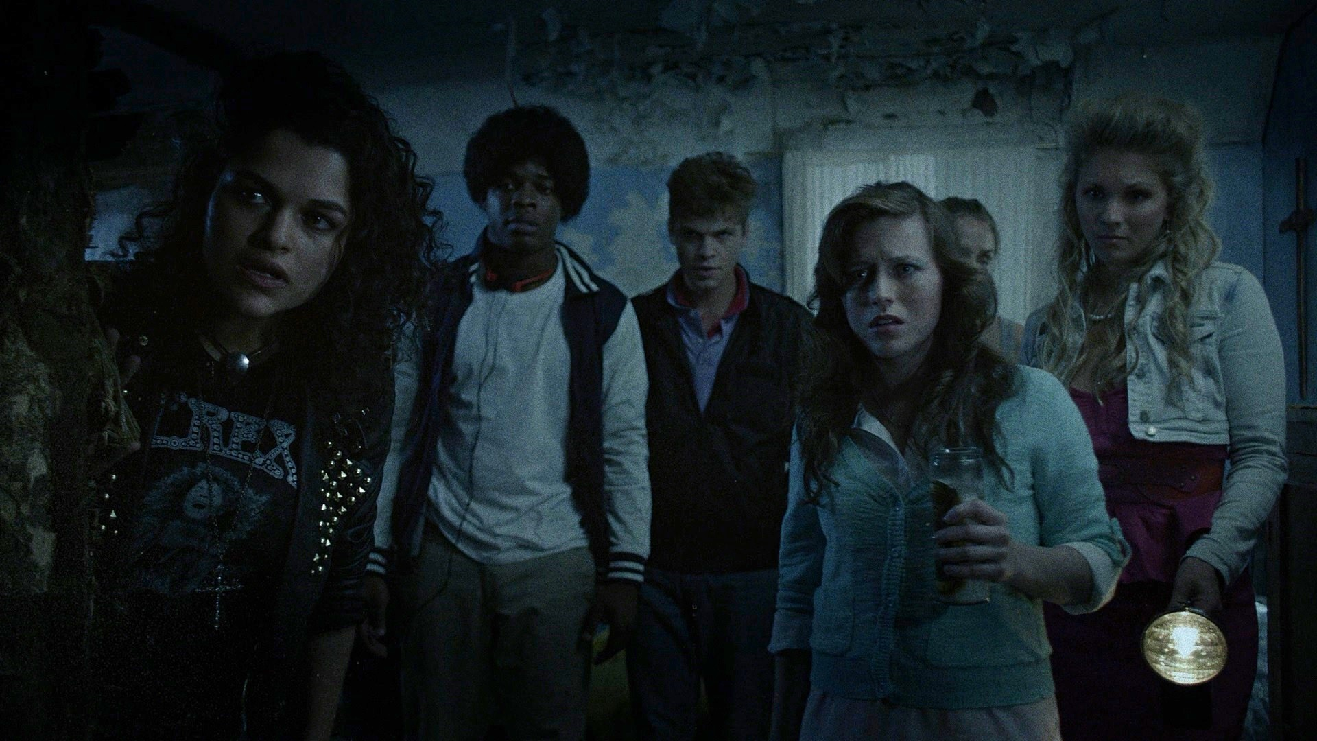 Line-up of teens - (l to r) Eve Harlow, Stephan James, Alexander Calvert, Kendra Leigh Timmins and Laine McAuley in Lost After Dark (2015)
