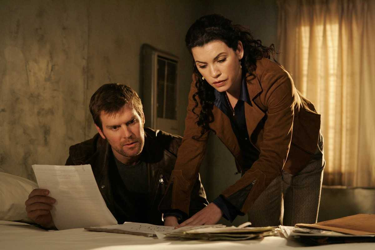 Peter Krause, Julianna Margulies in The Lost Room (2006)