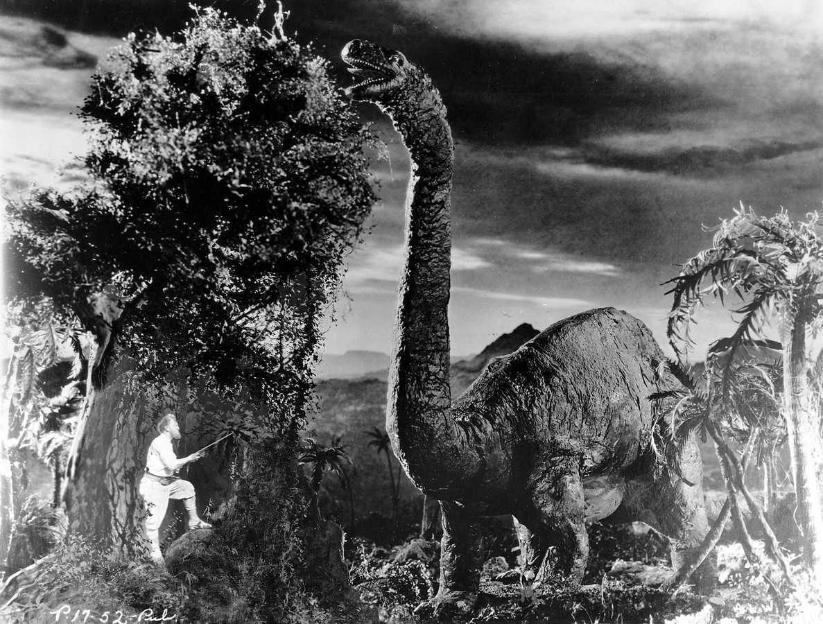Professor Challenger (Wallace Beery) meets a brontosaurus in The Lost World (1925)