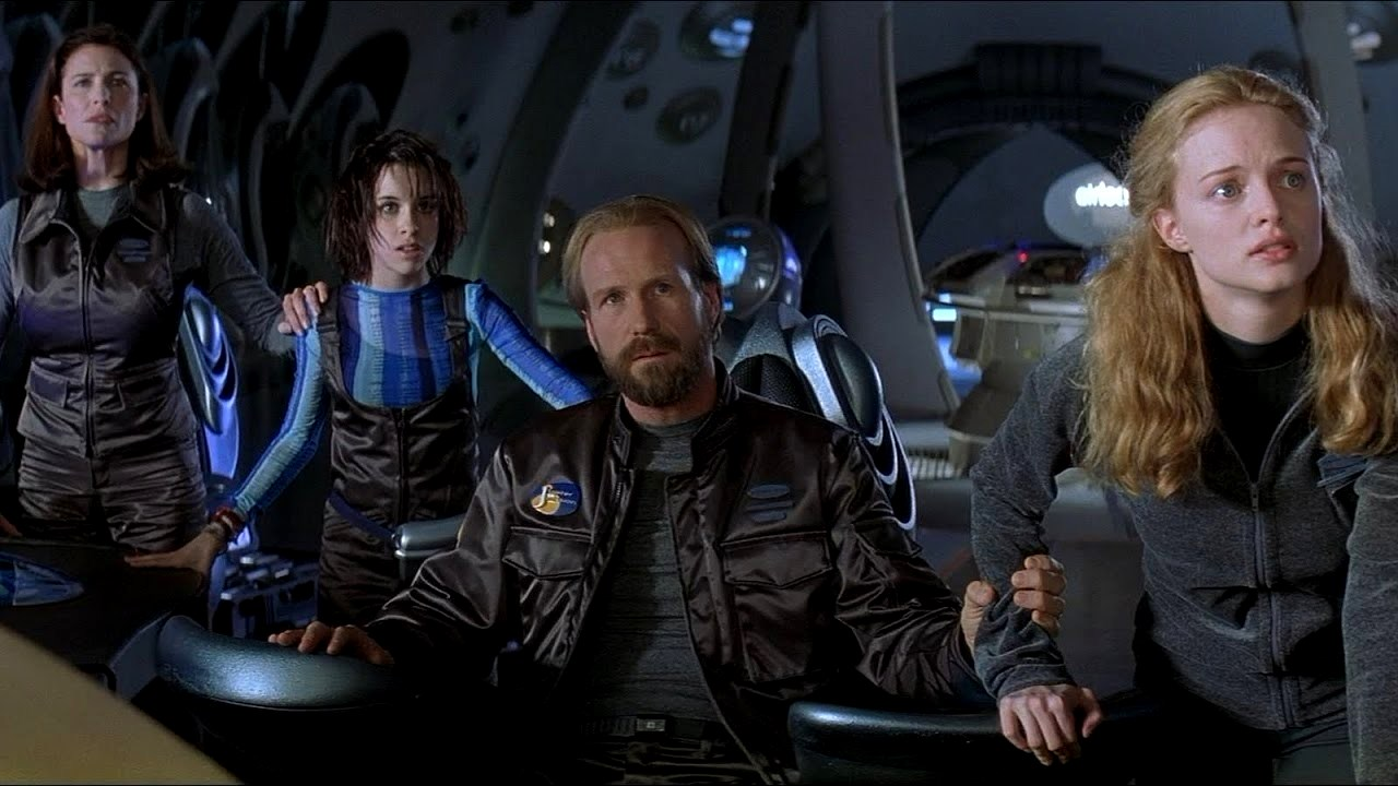 The family Robinson - Maureen (Mimi Rogers), Penny (Lacey Chabert), John (William Hurt) and Judy (Heather Graham) in Lost in Space (1998)