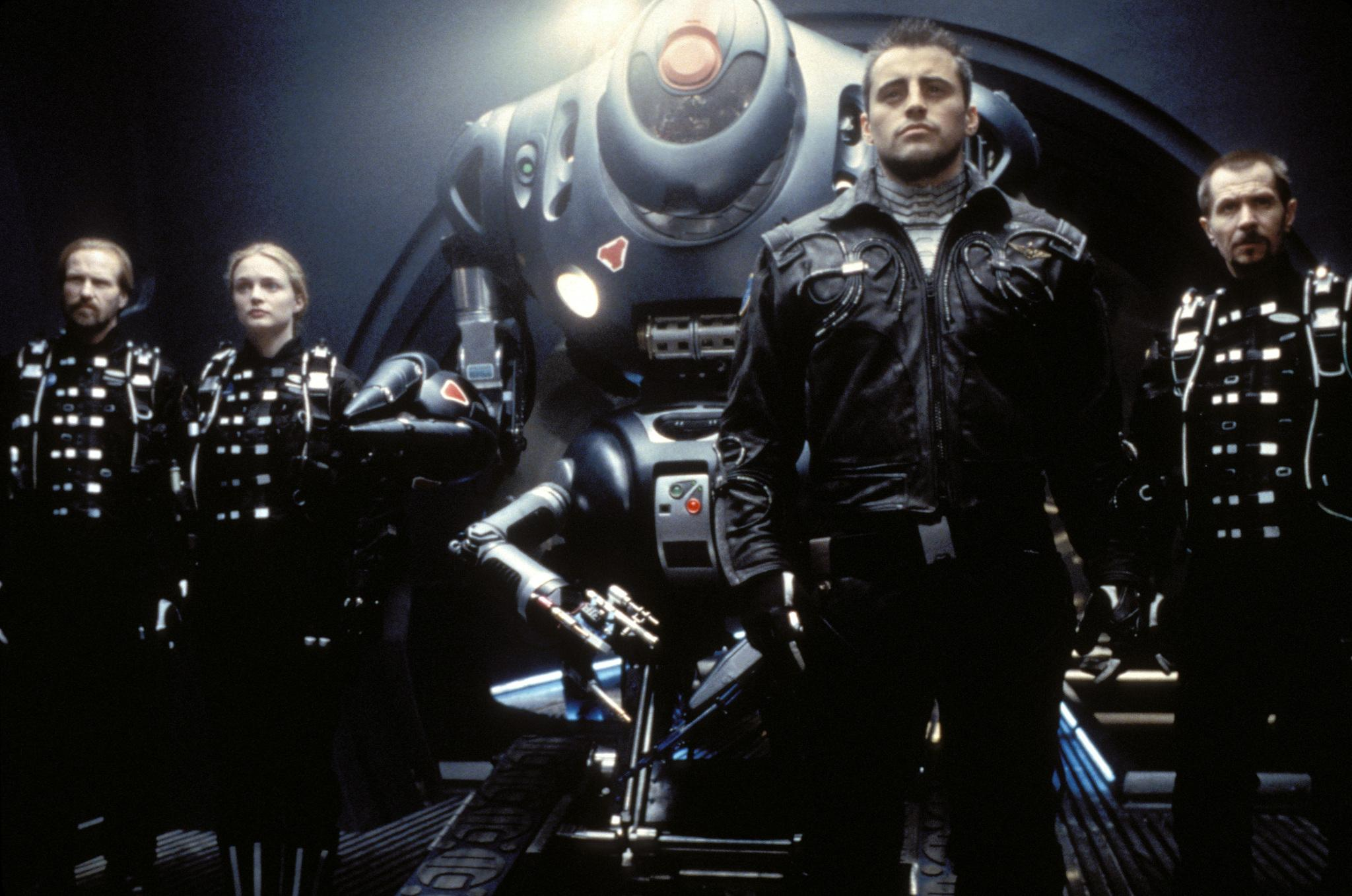 John Robinson (William Hurt), Judy Robinson (Heather Graham), The Robot, Major Don West (Matt LeBlanc) and Dr Zachary Smith (Gary Oldman) in Lost in Space (1998)