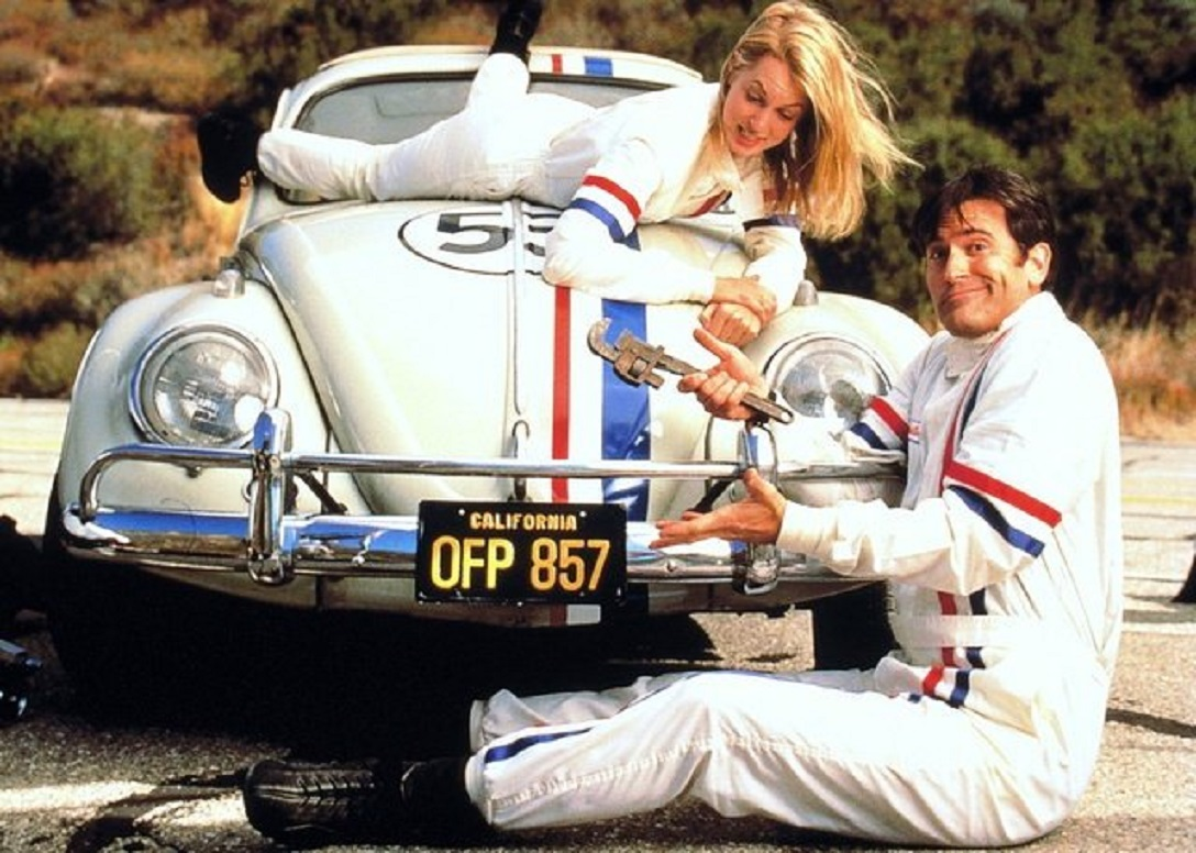 Bruce Campbell and Alexandra Wentworth with Herbie in The Love Bug (1997)