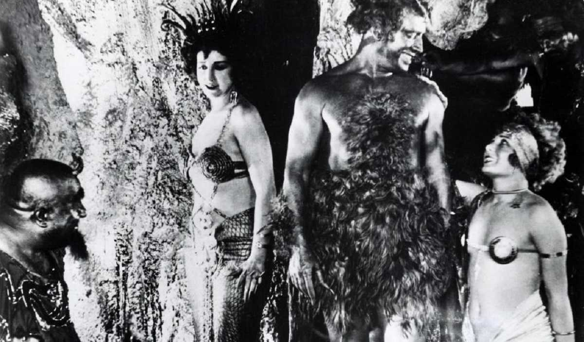 The temptations of Hell in Maciste in Hell (1925)