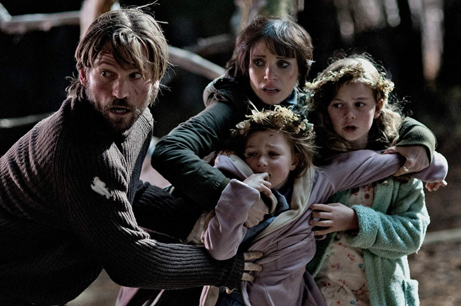 Nikolaj Coster-Waldau and Jessica Chastain and the two girls Isabelle Nelisse and Megan Charpentier try to get away from Mama (2013)