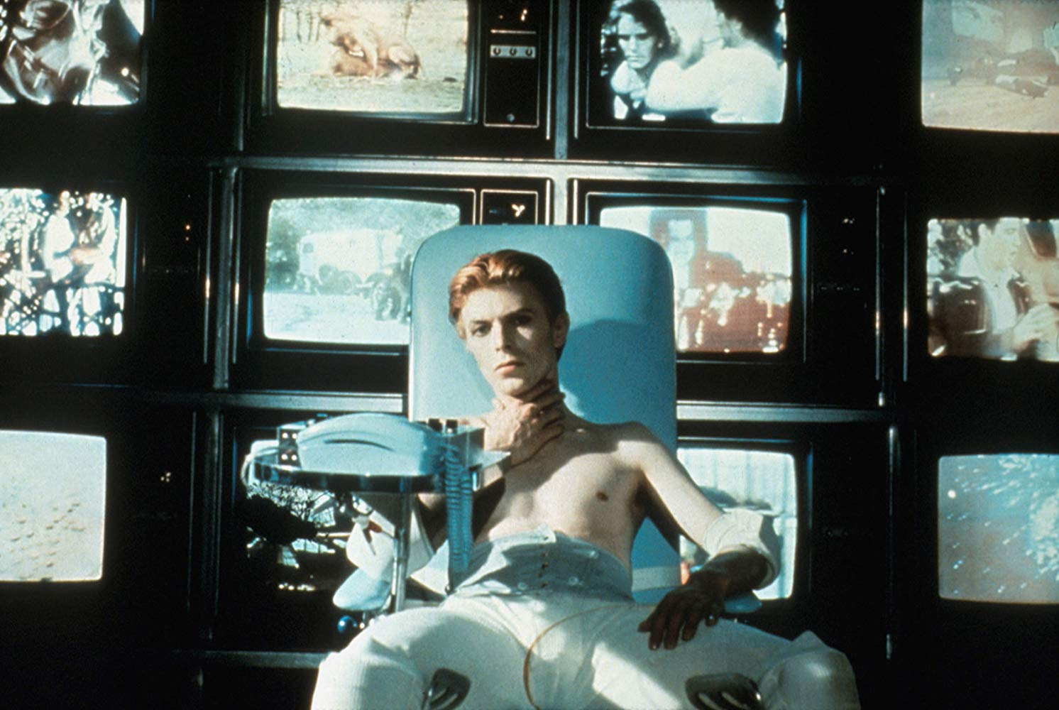 Thomas Jerome Newton (David Bowie) overwhelmed by information overload in The Man Who Fell to Earth (1976)