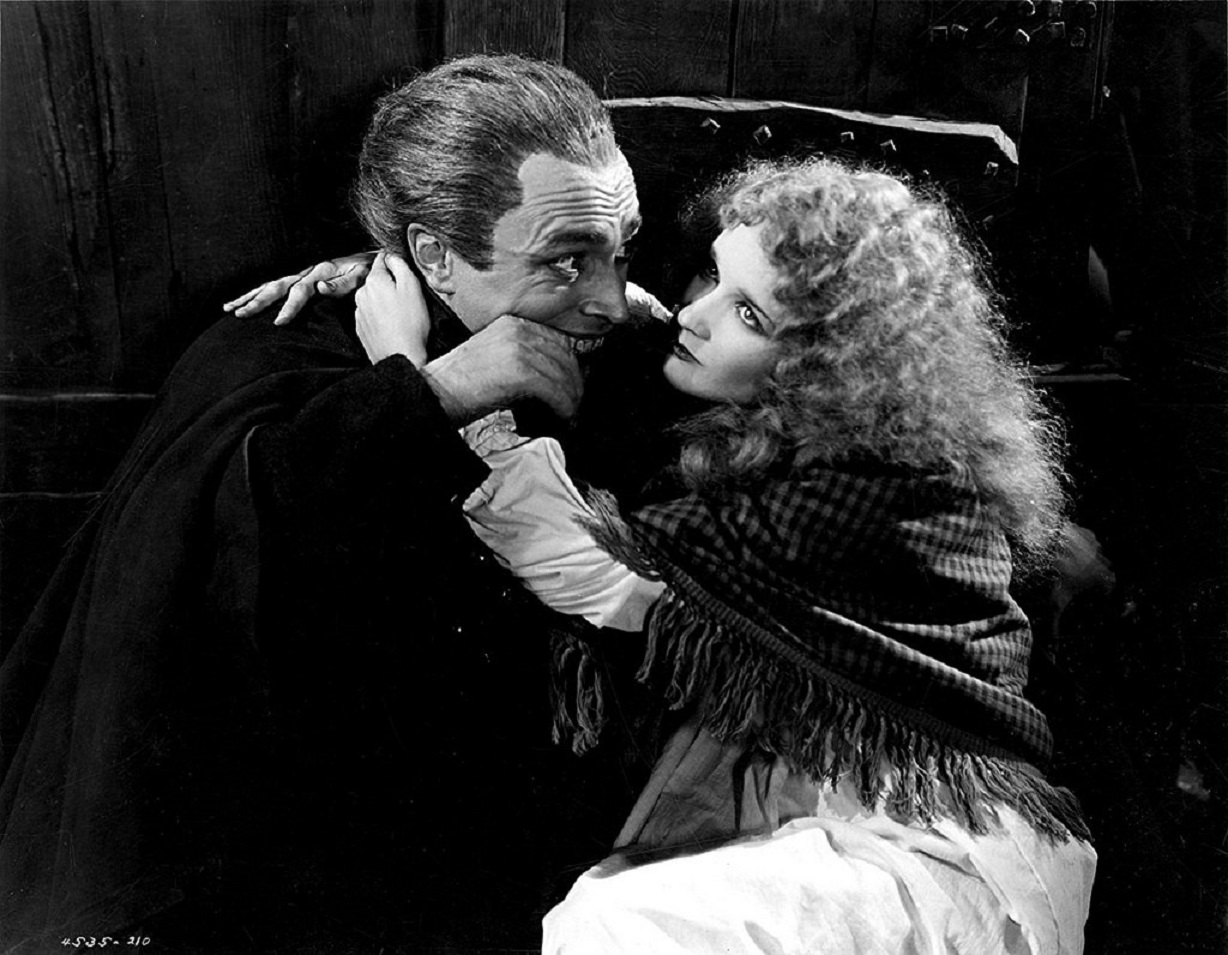 Conrad Veidt as Gwynplaine and Mary Philbin as Dea in The Man Who Laughs (1928)