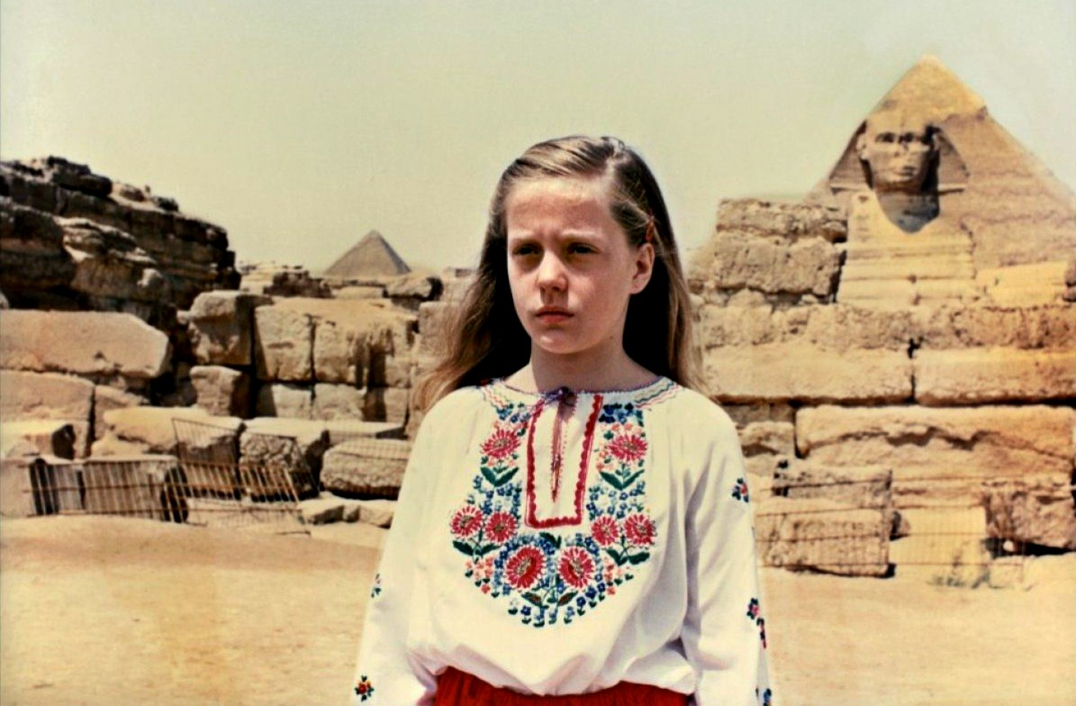 Daughter Susie (Brigitta Broccoli) in Egypt in Manhattan Baby (1982)