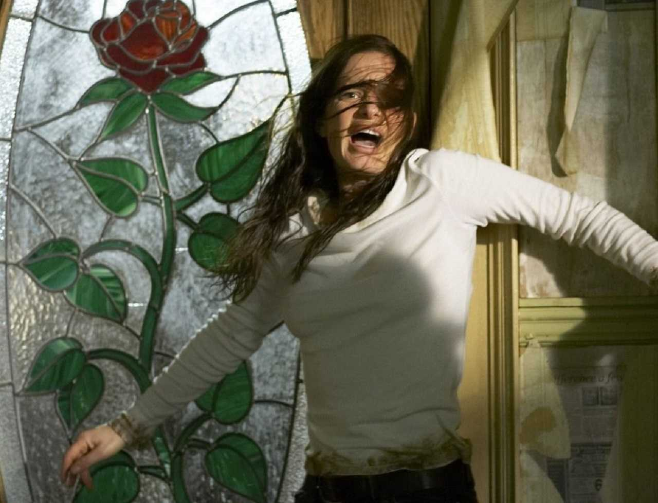 Gabrielle Anwar in a haunted house in The Marsh (2006)