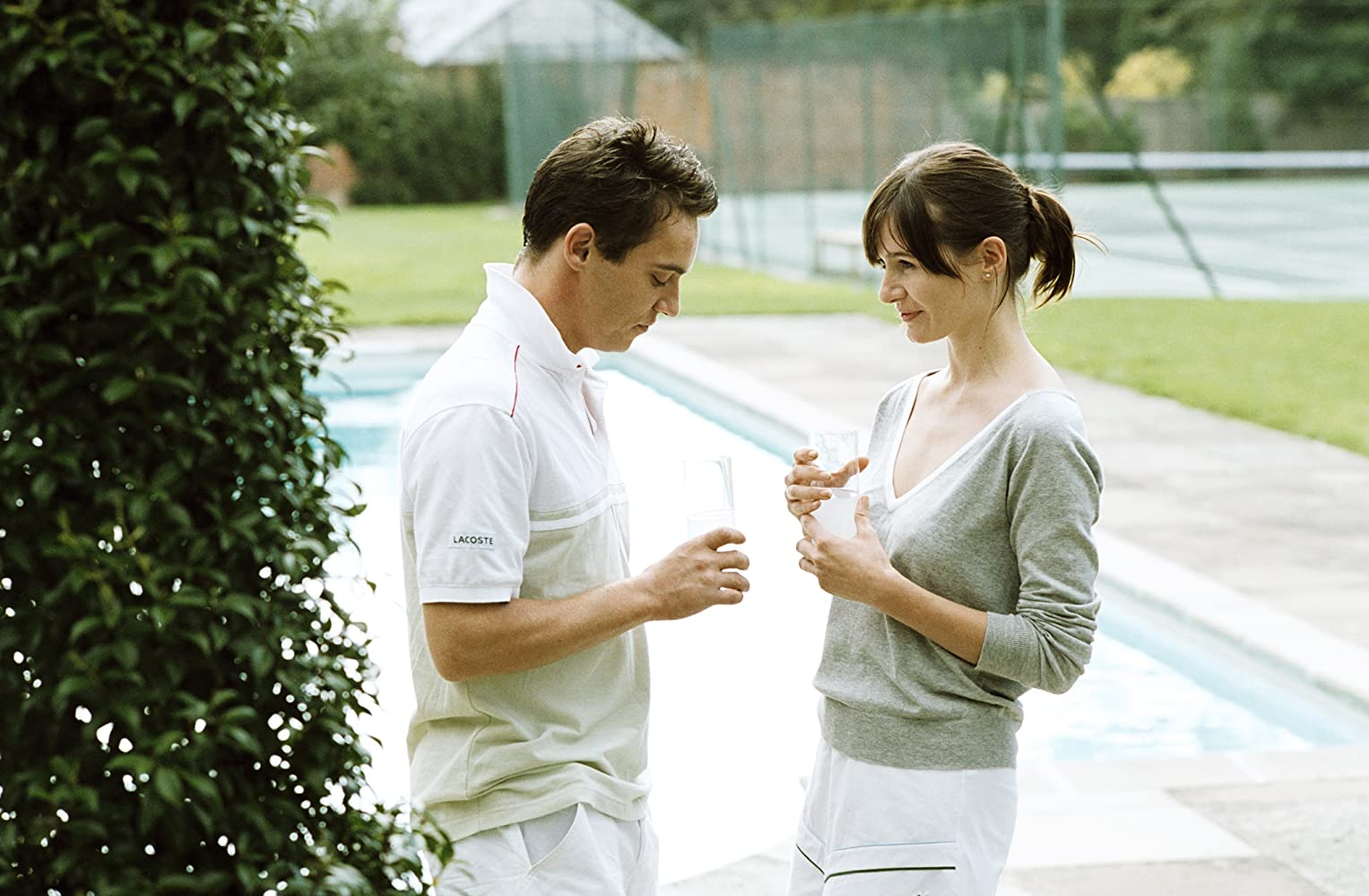 Chris Wilton (Jonathan Rhys Meyers) and fiancee Chloe Hewett (Emily Mortimer) in Match Point (2005)