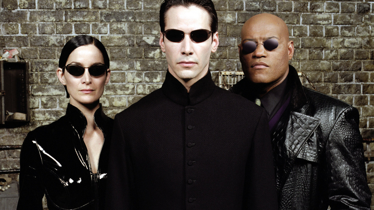 Trinity (Carrie-Anne Moss), Neo (Keanu Reeves) and Morpheus (Laurence Fishburne) in The Matrix (1999)