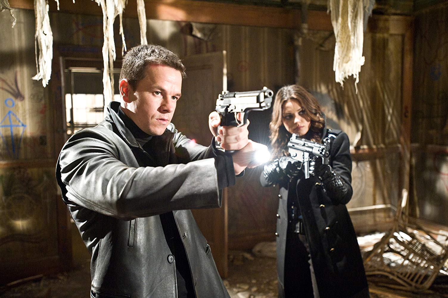 Max Payne (Mark Wahlberg) and Mona Sax (Mila Kunis) in Max Payne (2008)