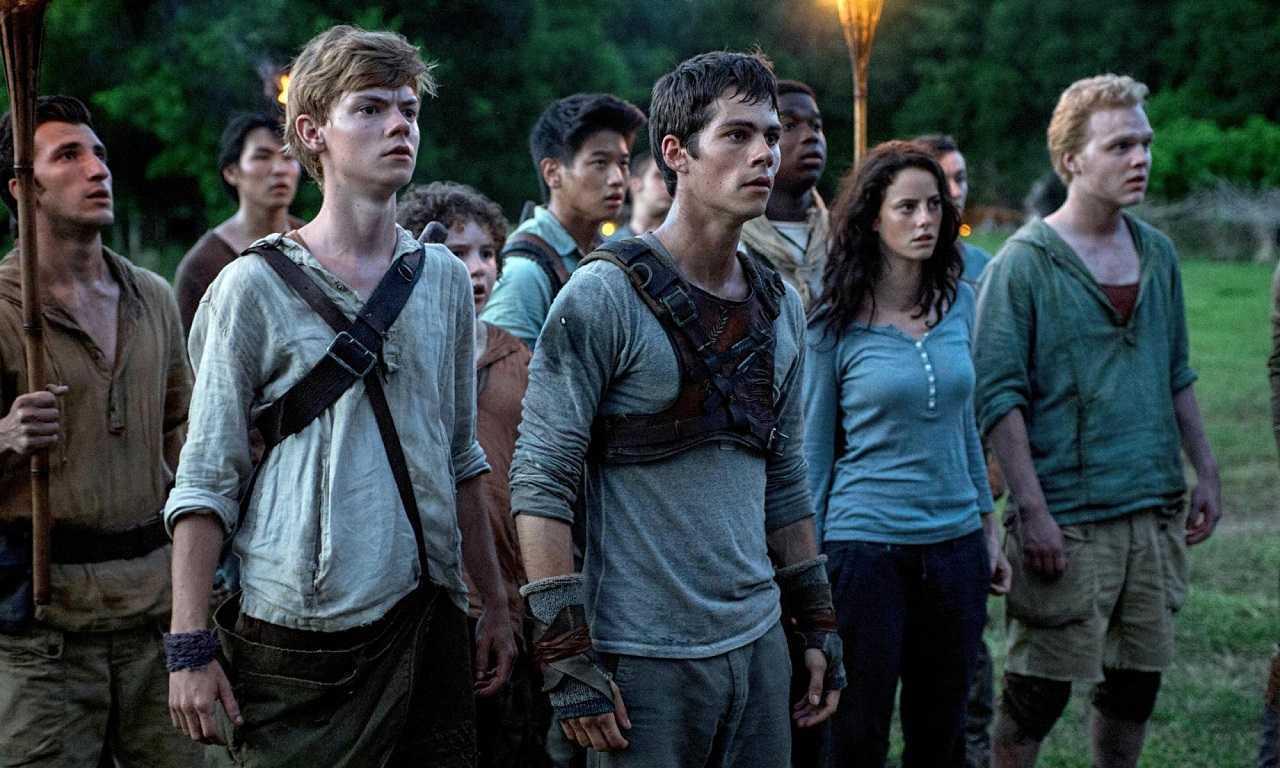 (l to r) Thomas Brodie-Sangster, Dylan O'Brien, Kaya Scodelario and Joe Adler in The Maze Runner (2014)