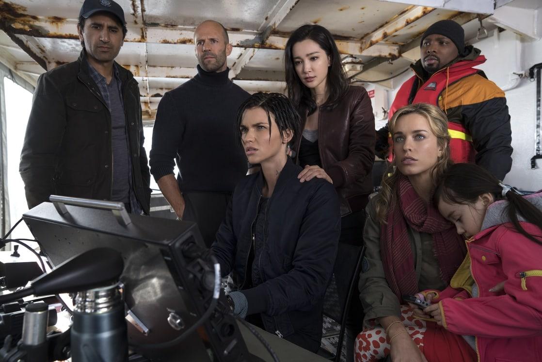 Cliff Curtis, Jason Statham, Ruby Rose, Li Bingbing, Jessica McNamee, Page Kennedy, Shuya Sophia Cai in The Meg (2018)