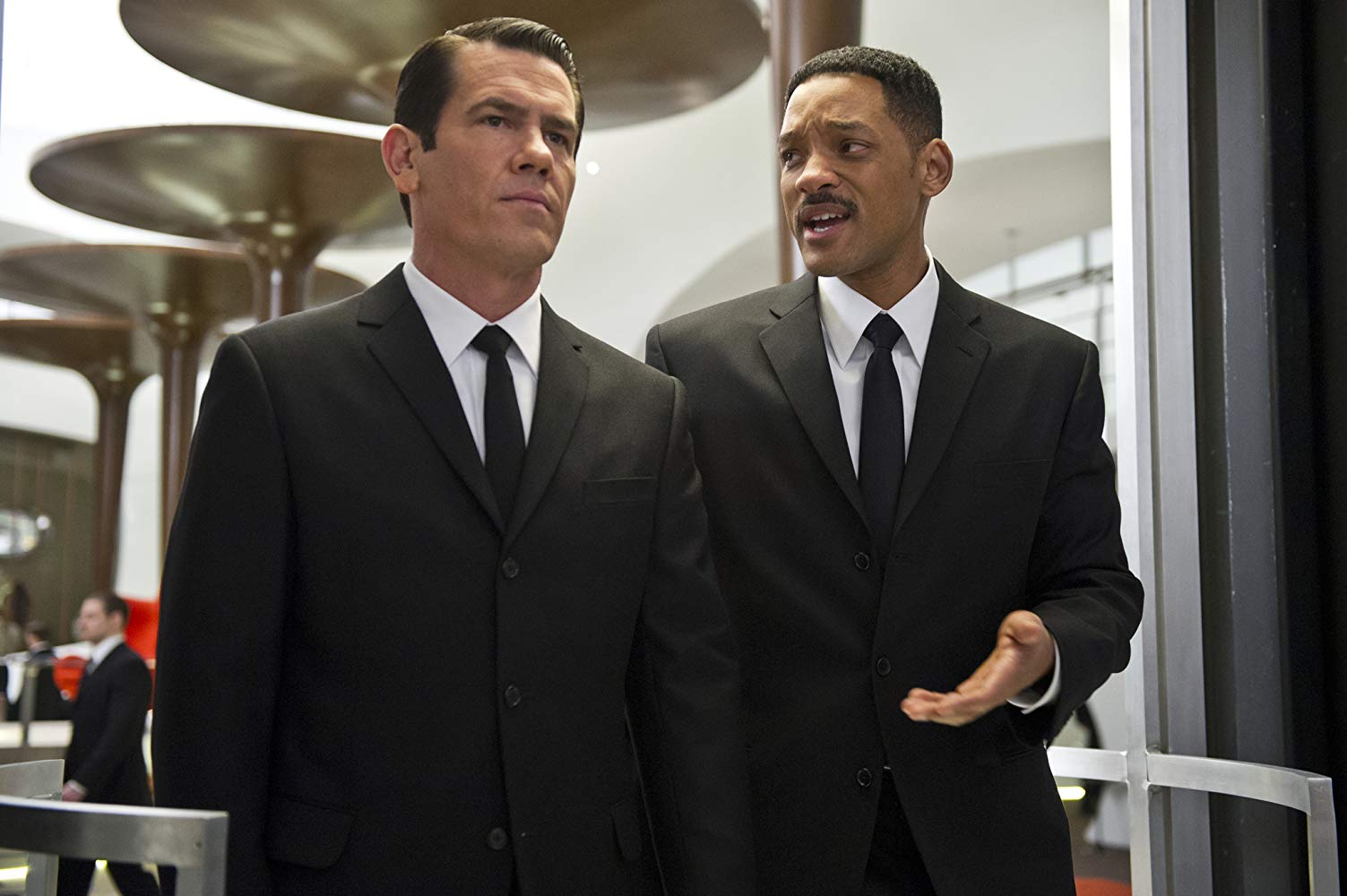 Agents J (Will Smith) (r) back in time with the younger version of Agent K (Josh Brolin) (l) in Men in Black 3 (2012)