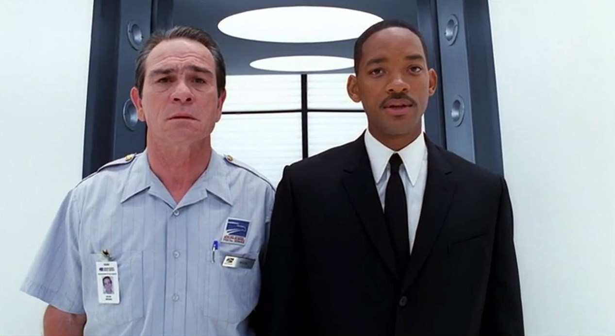(l to r) K (Tommy Lee Jones) brought back from his civilian life as a postal worker to the MIB again by agent J (Will Smith) in Men in Black II (2002)