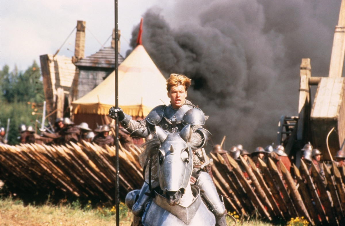 Joan (Milla Jovovich) leads the troops in battle in The Messenger: The Story of Joan of Arc (1999)