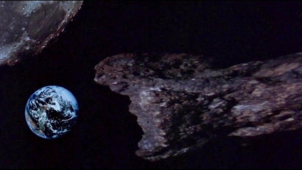 The meteor on a collision course with Earth in Meteor (1979)