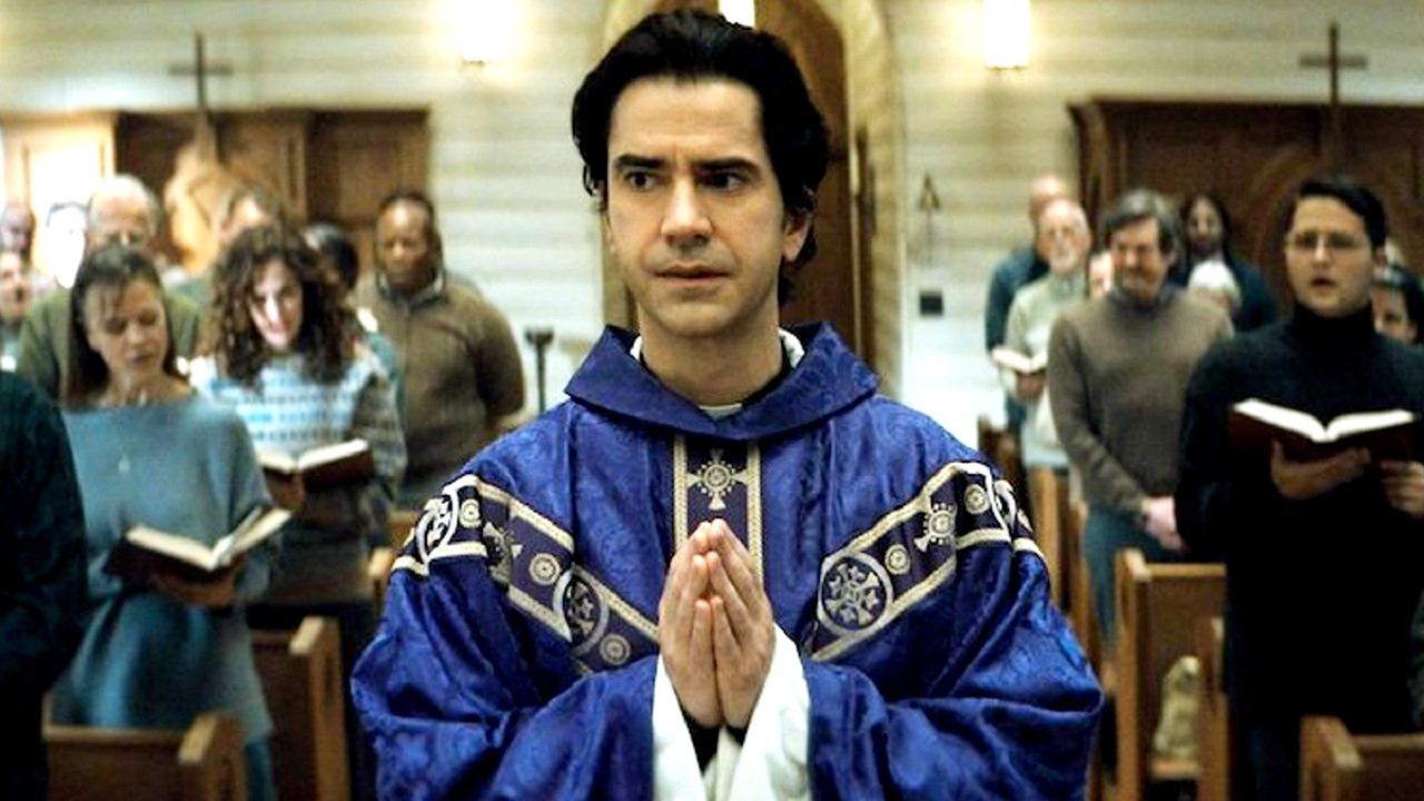 Hamish Linklater as Father Paul in Midnight Mass (2021)