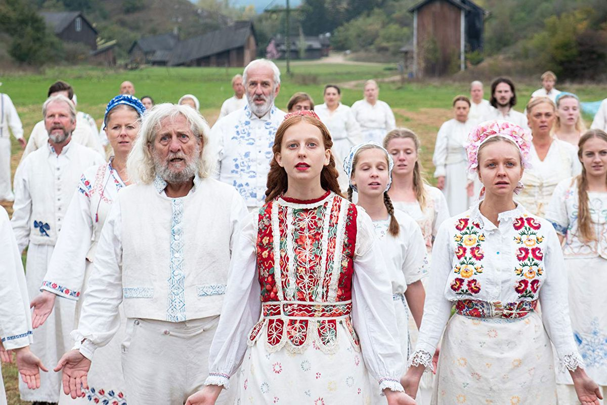 Welcome from the commune in Midsommar (2019)