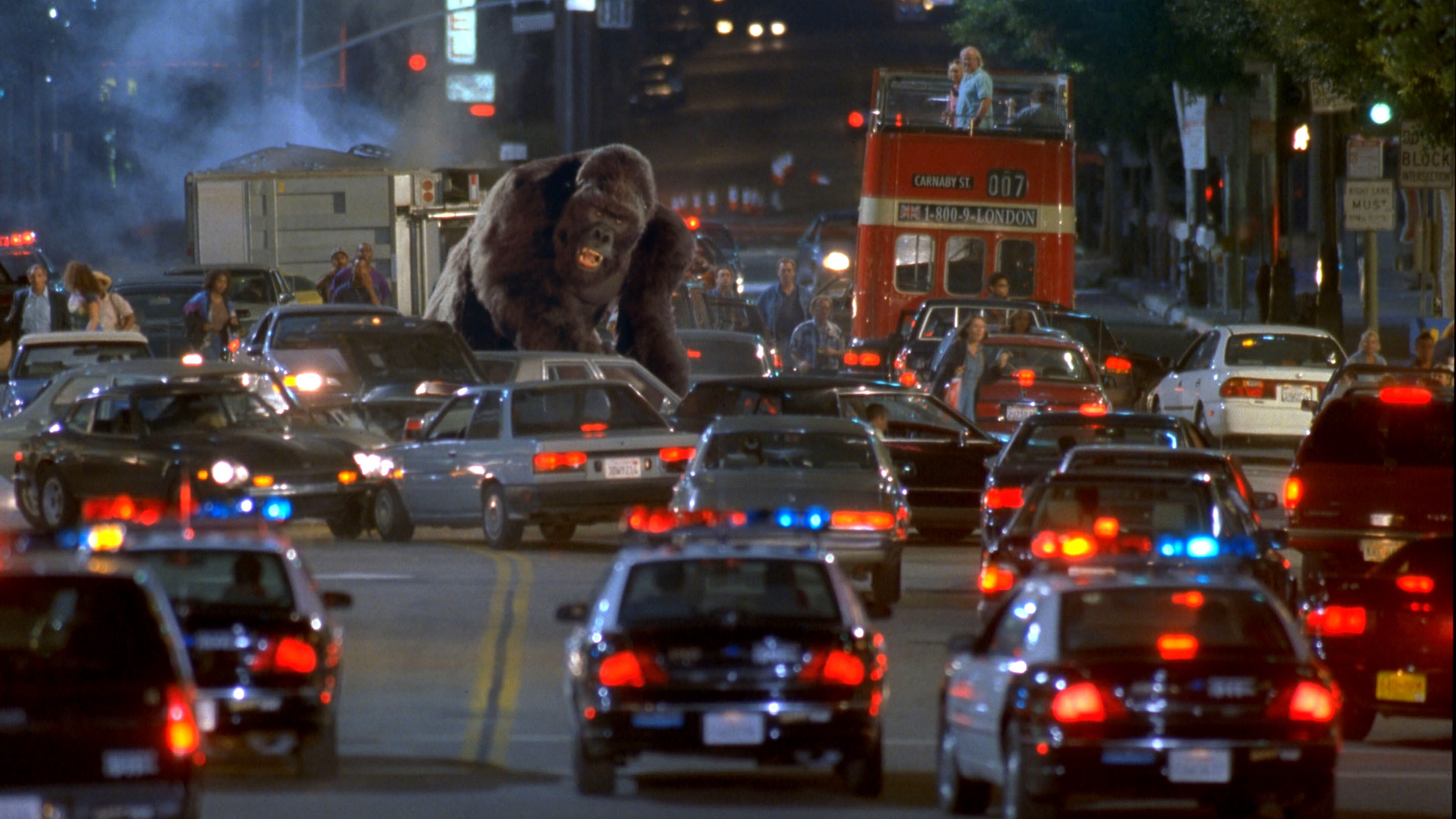 Joe rampages through Hollywood in Mighty Joe Young (1998)
