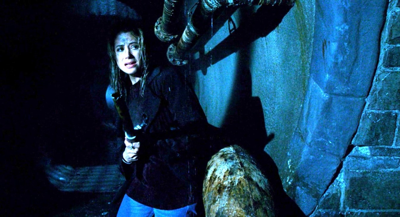 Mira Sorvino searching for evolved insects in the subway tunnels in Mimic (1997)