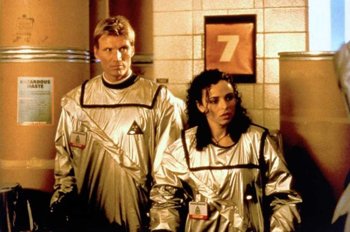 Dolph Lundgren and Francoise Robertson in The Minion (1998))