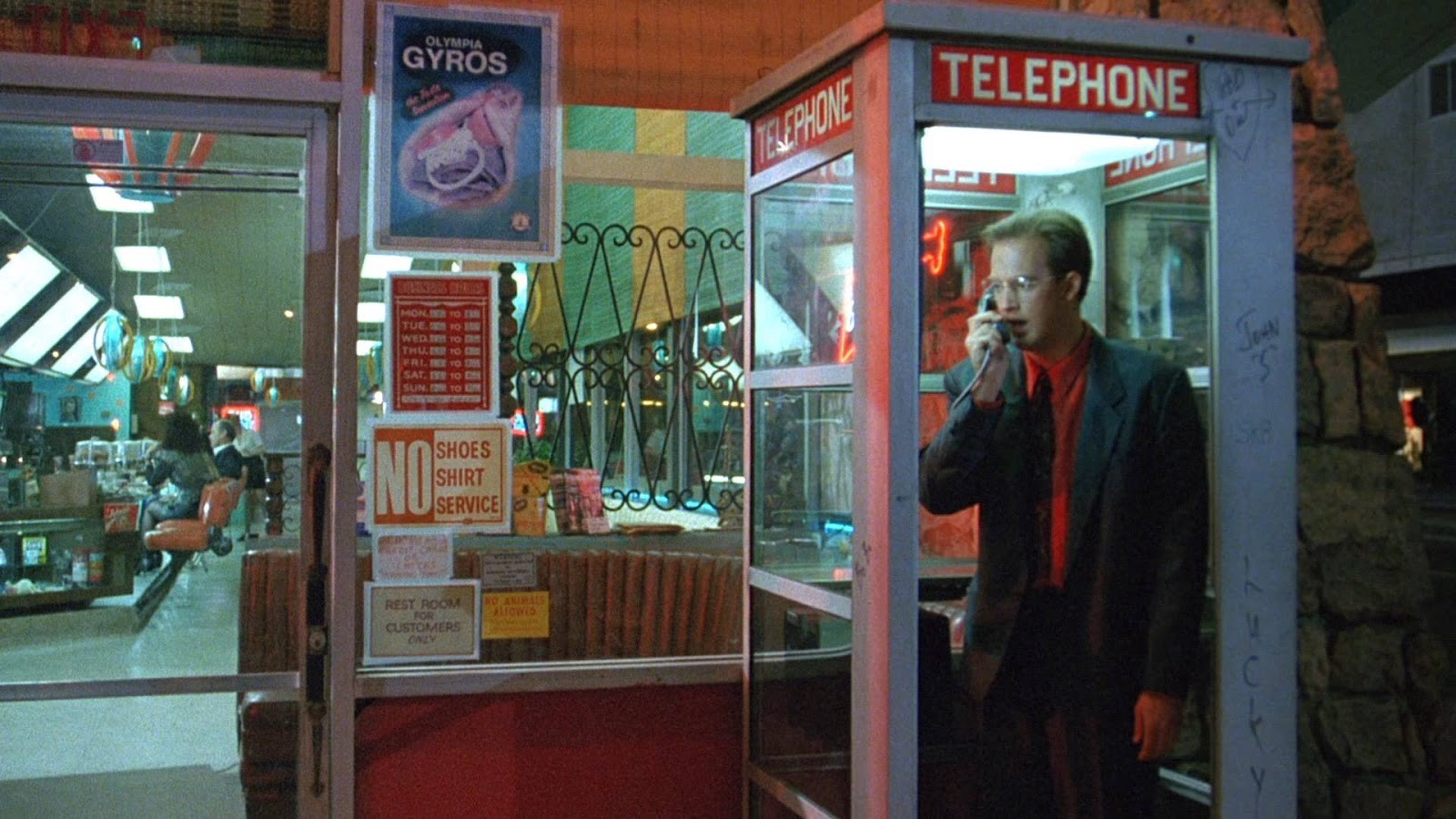Harry Washello (Anthony Edwards) picks up a ringing phone that warns of an impending nuclear attack in Miracle Mile (1988)