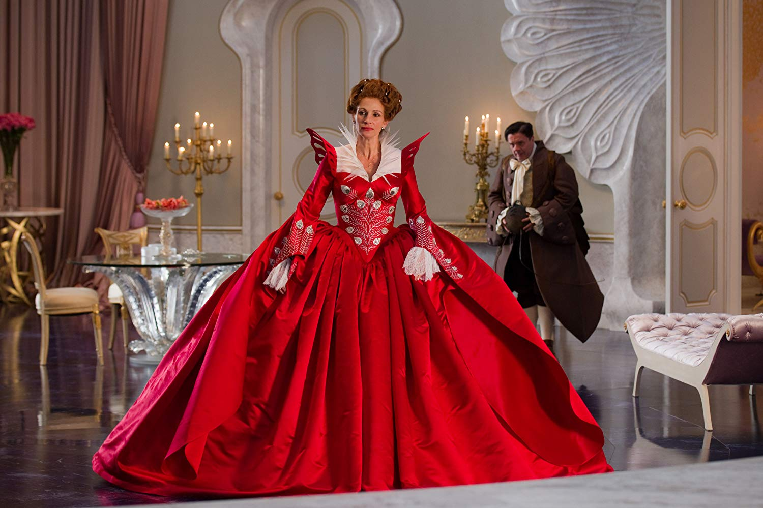 Julia Roberts as The Queen in Mirror Mirror (2012)