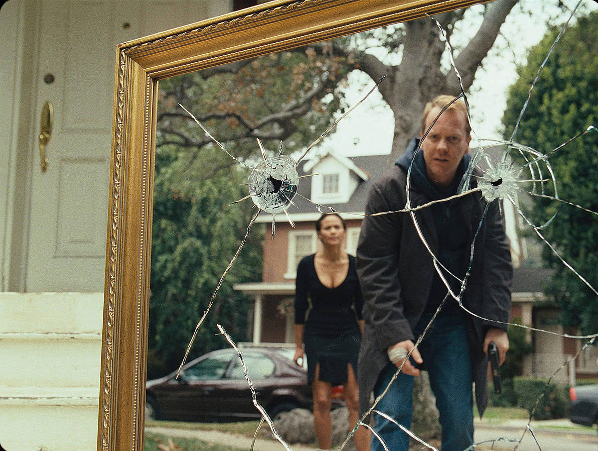 Paula Patton and Kiefer Sutherland - afraid of Mirrors (2008)