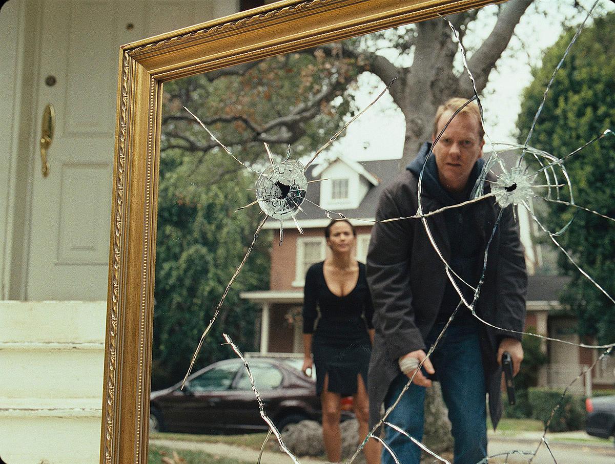Paula Patton and Kiefer Sutherland - afraid of Mirrors (2008)