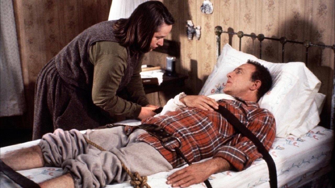 Kathy Bates keeps James Caan prisoner in Misery (1990)