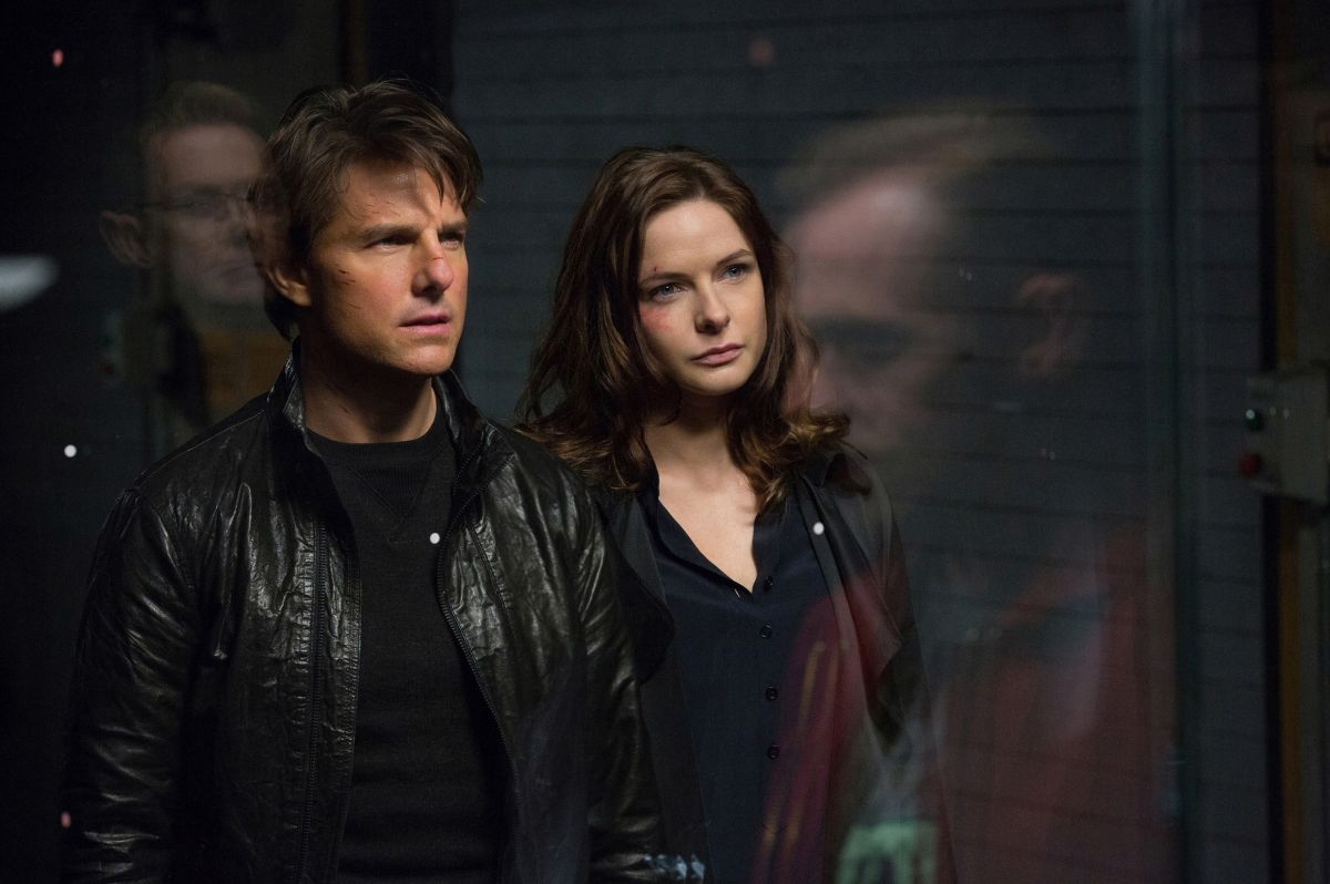 Ethan Hunt (Tom Cruise) and Ilsa Faust (Rebecca Ferguson) in Mission: Impossible - Rogue Nation (2015)