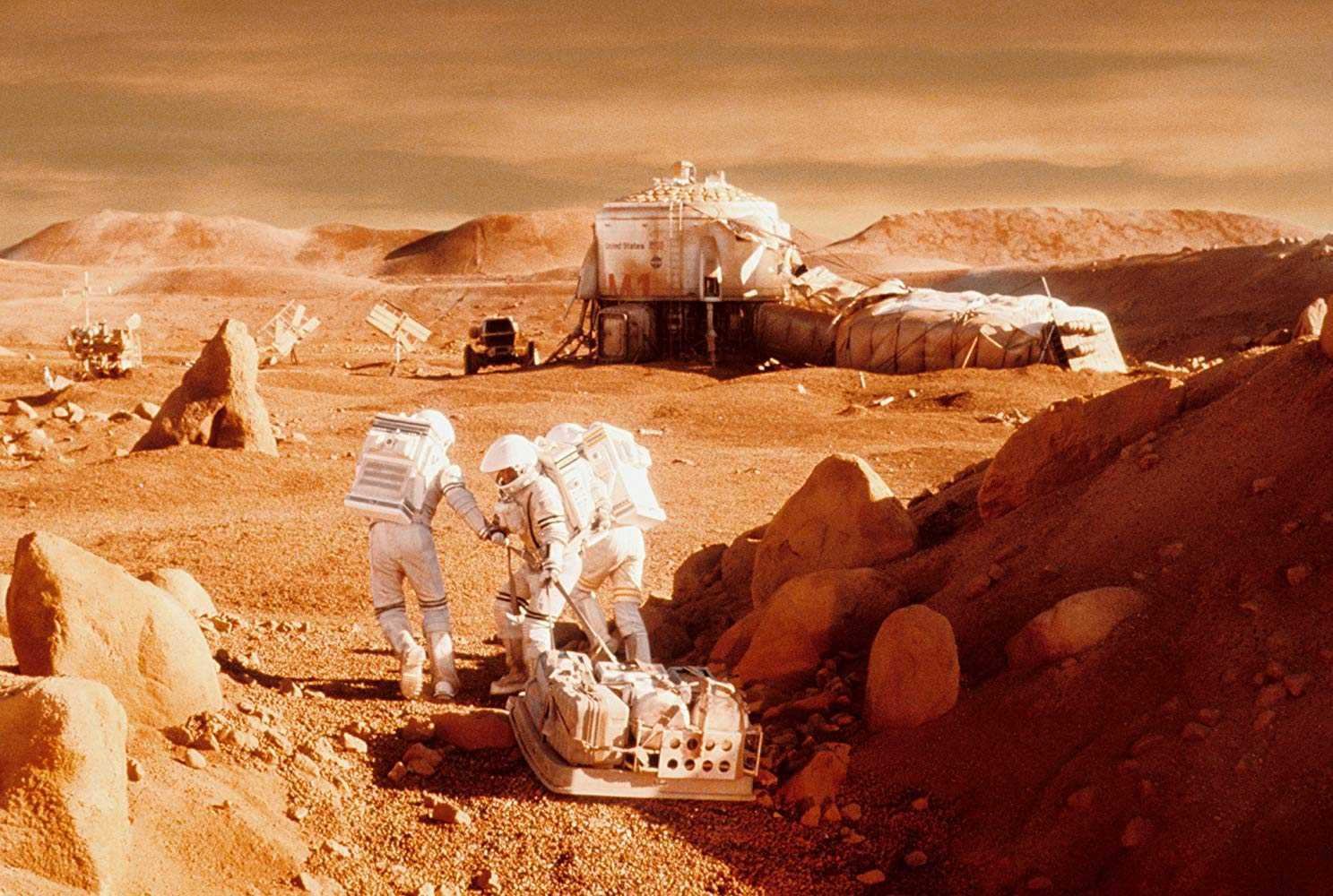 The astronauts construct a shelter in Mission to Mars (2000)