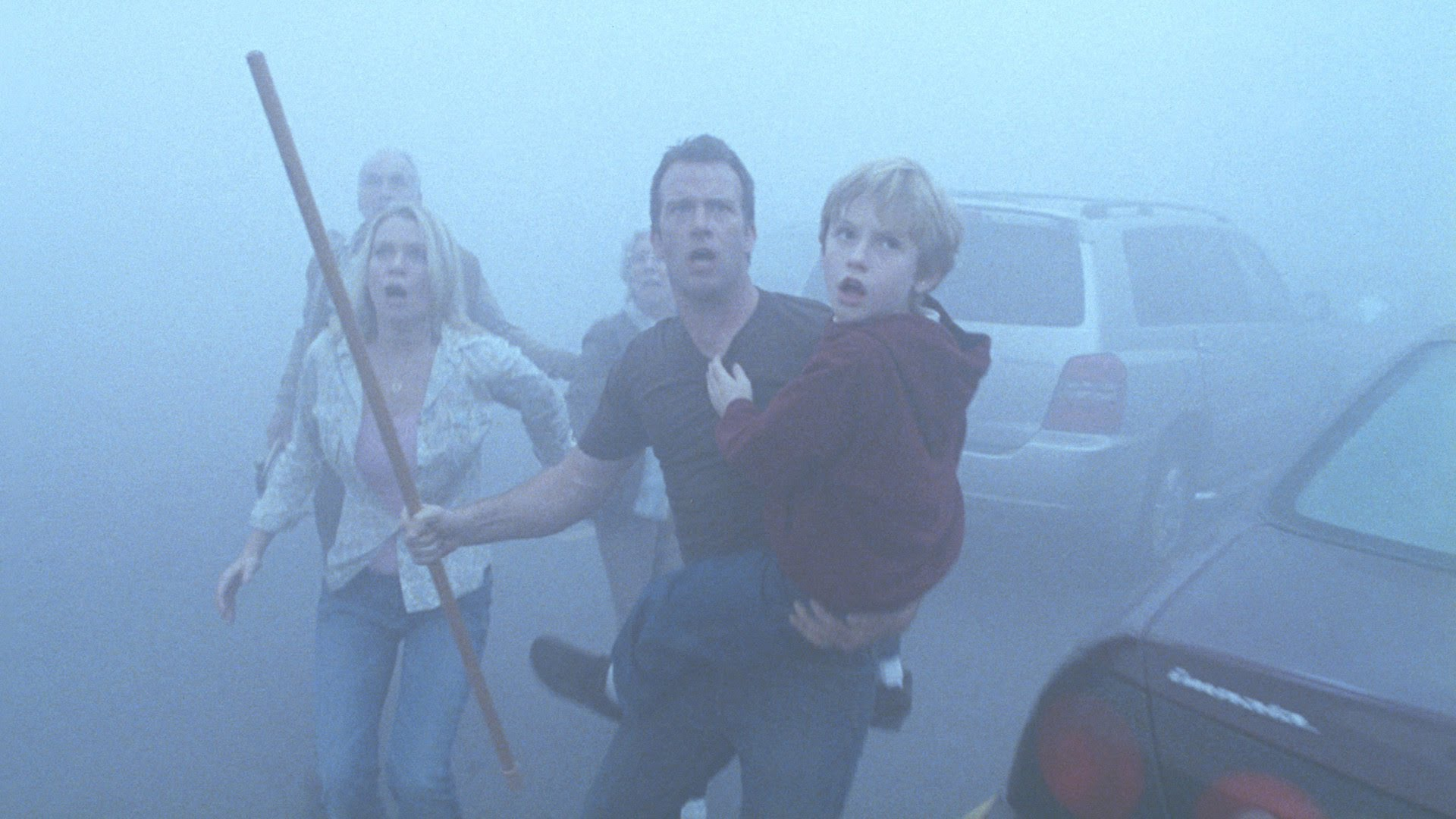 Laurie Holden, Thomas Jane, Nathan Gamble in The Mist (2007)