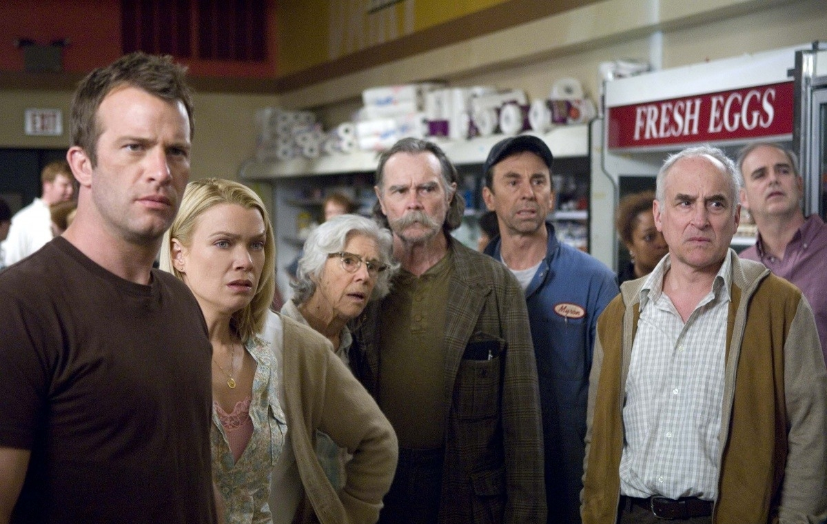 Thomas Jane, Laurie Holden, Frances Sternhagen, Buck Taylor, David Jensen, Jeffrey DeMunn in The Mist (2007)