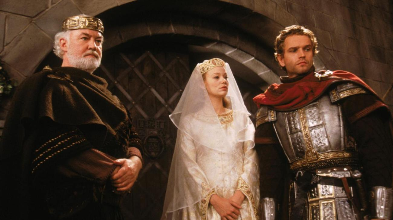(l to r) King Uriens (David Calder), Guinevere (Samantha Mathis) and King Arthur (Edward Atterton) in The Mists of Avalon (2001)