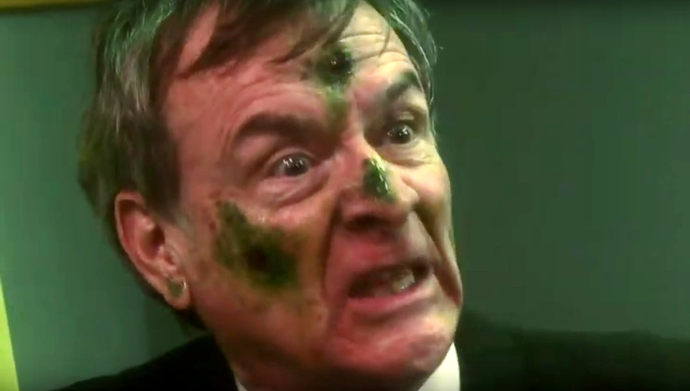 James Murphy becomes infected by the Mold (2012)