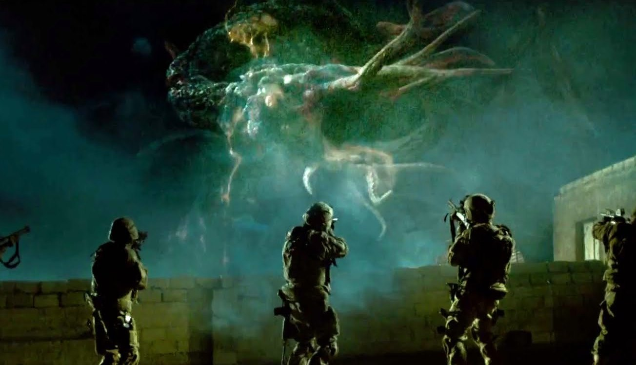 Soldiers vs alien monsters in Monsters (2010)