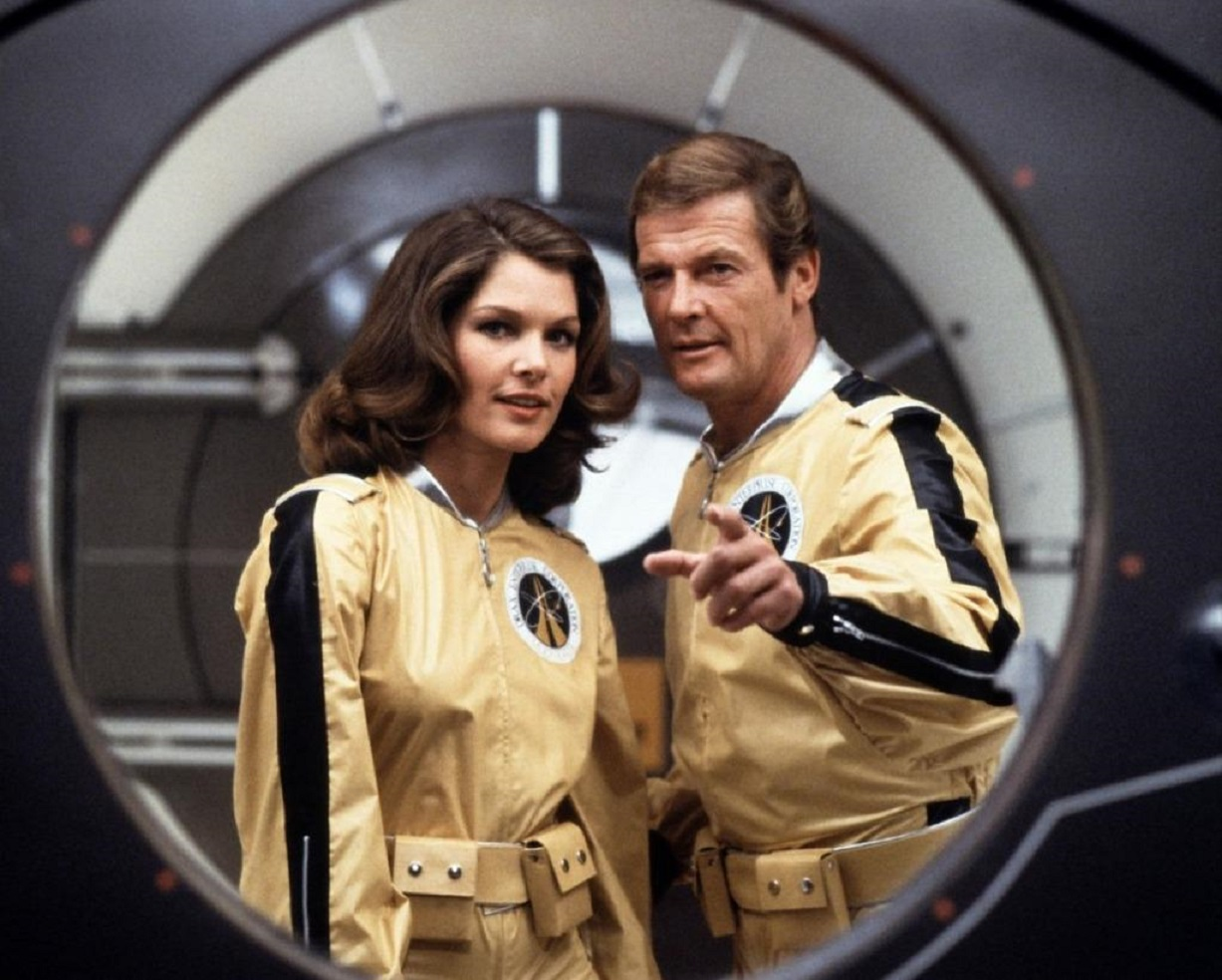 James Bond (Roger Moore) and Dr Holly Goodhead (Lois Chiles) in Moonraker (1979)