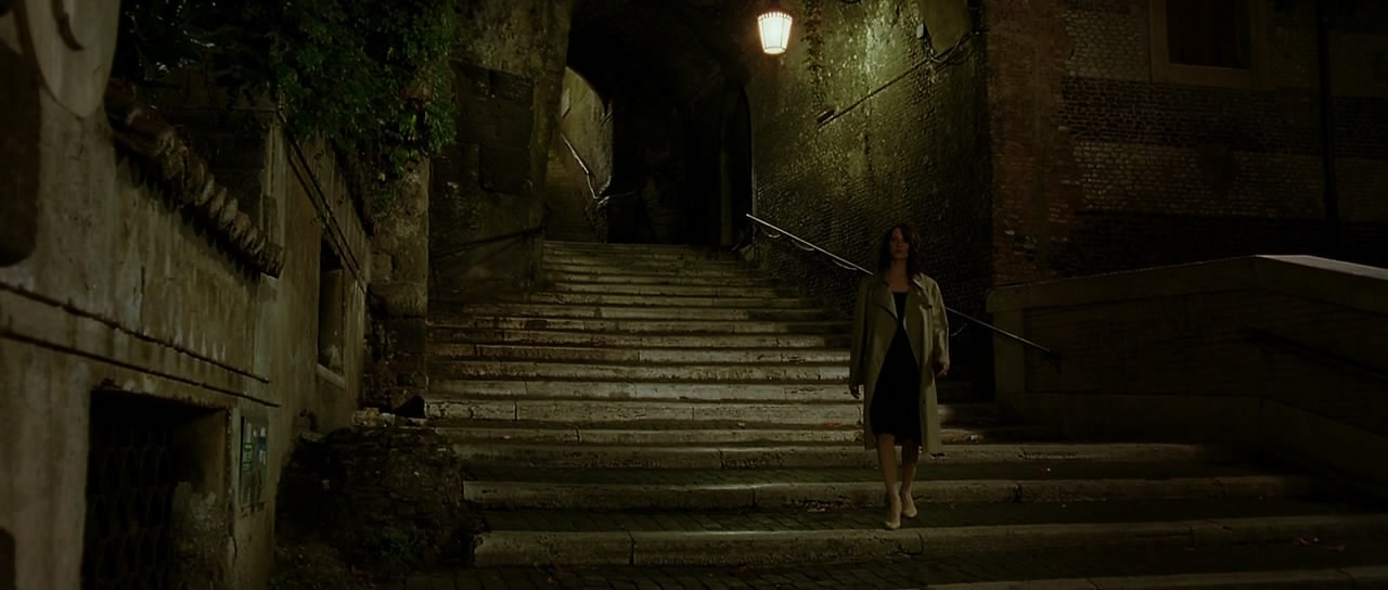 Asia Argento wanders the streets of Rome in Mother of Tears: The Third Mother (2007)