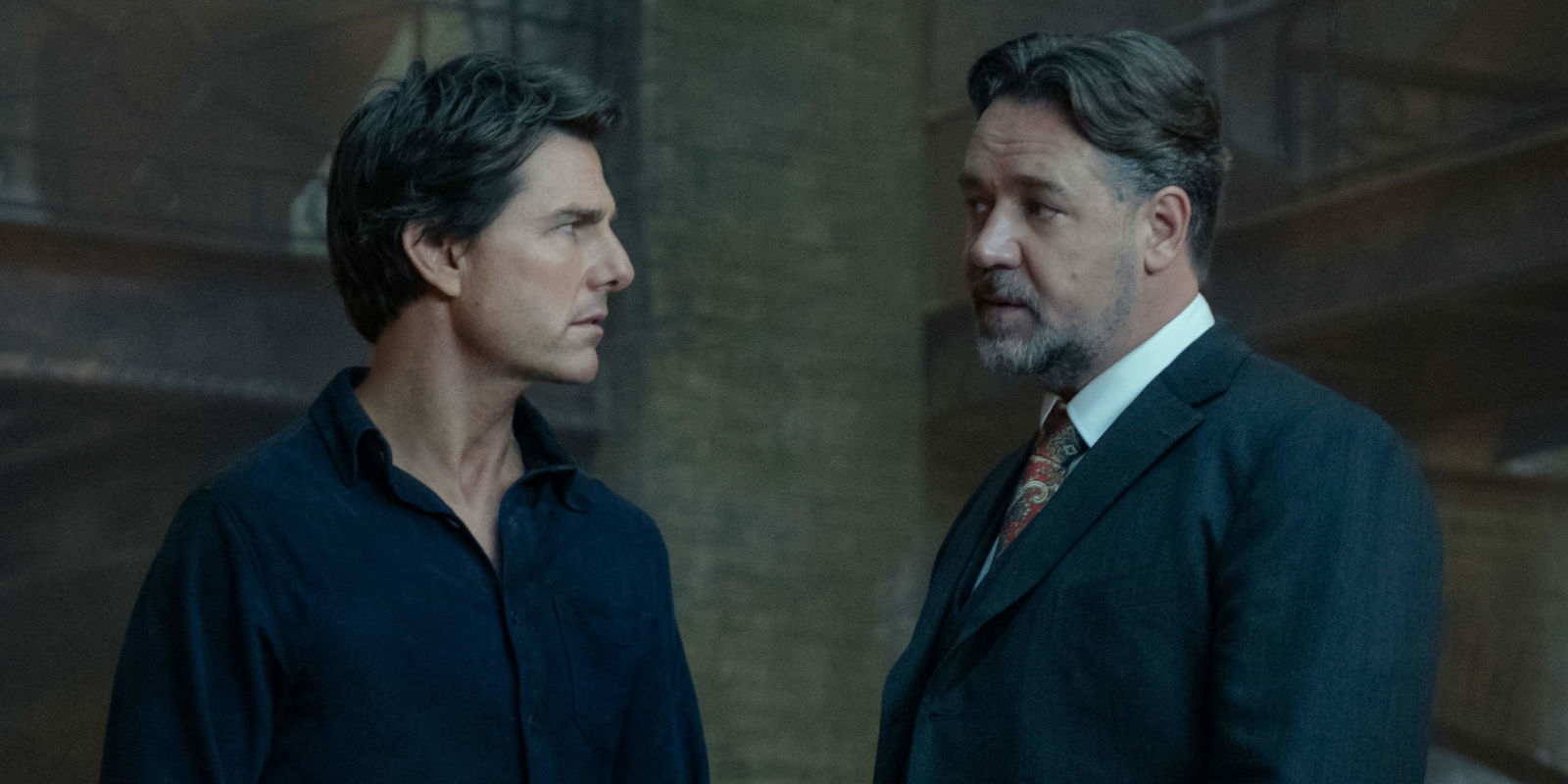 Tom Cruise as Nick Morton meets Dr Jekyll (Russell Crowe) in The Mummy (2017)